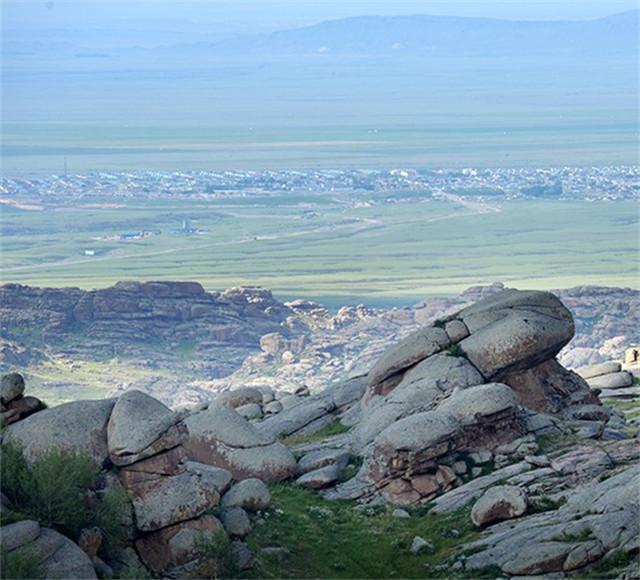[吉木乃口岸-草原神石城-186龙珠山-无人区-白沙湖4日]穿越边境沙漠公路无人区|参观石头奇景