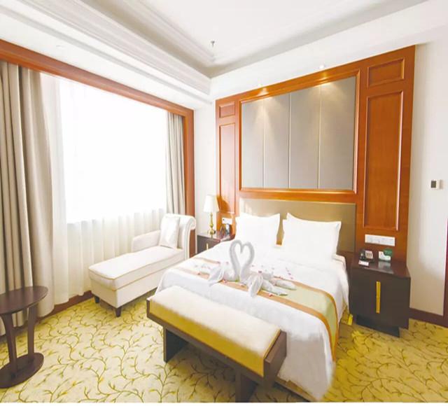 石河子恒和华星酒店高级套房