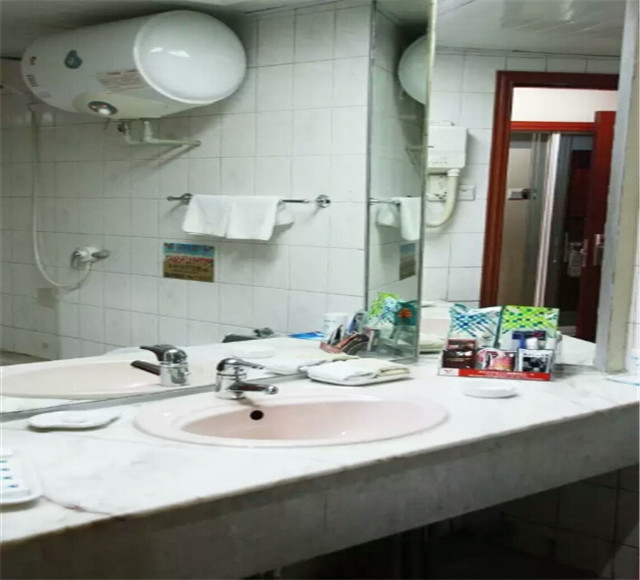 烏魯木齊旺德福大酒店標準間衛生間