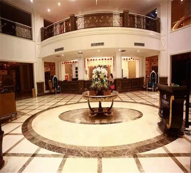 伊犁奎屯上东湖大酒店大厅