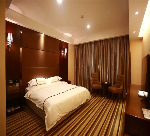 伊犁奎屯上东湖大酒店豪华大床房