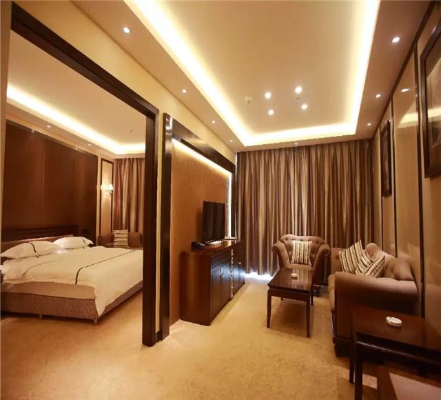 伊犁奎屯上东湖大酒店豪华套房