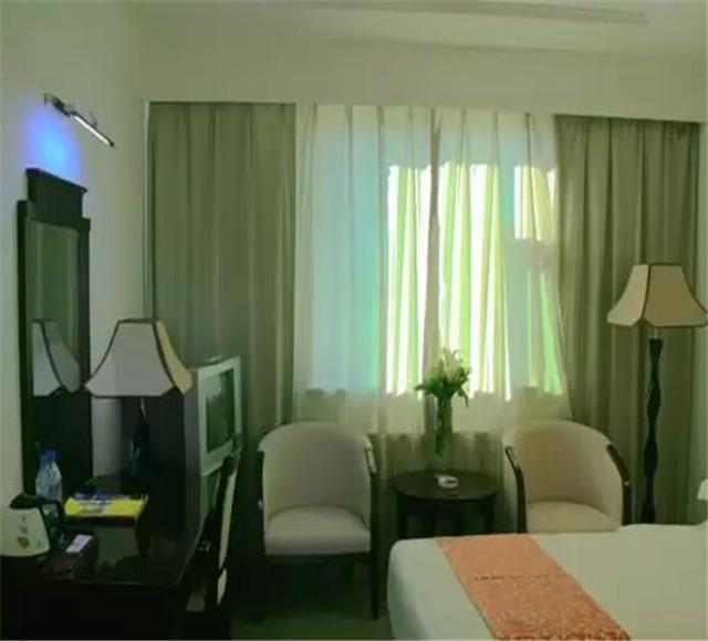 鸿福生态度假酒店高级标间