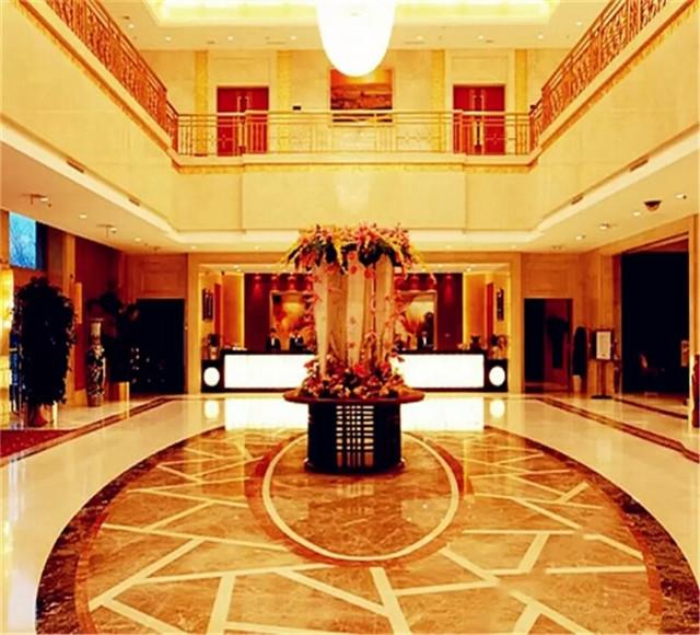 乌鲁木齐塔里木石油酒店大厅