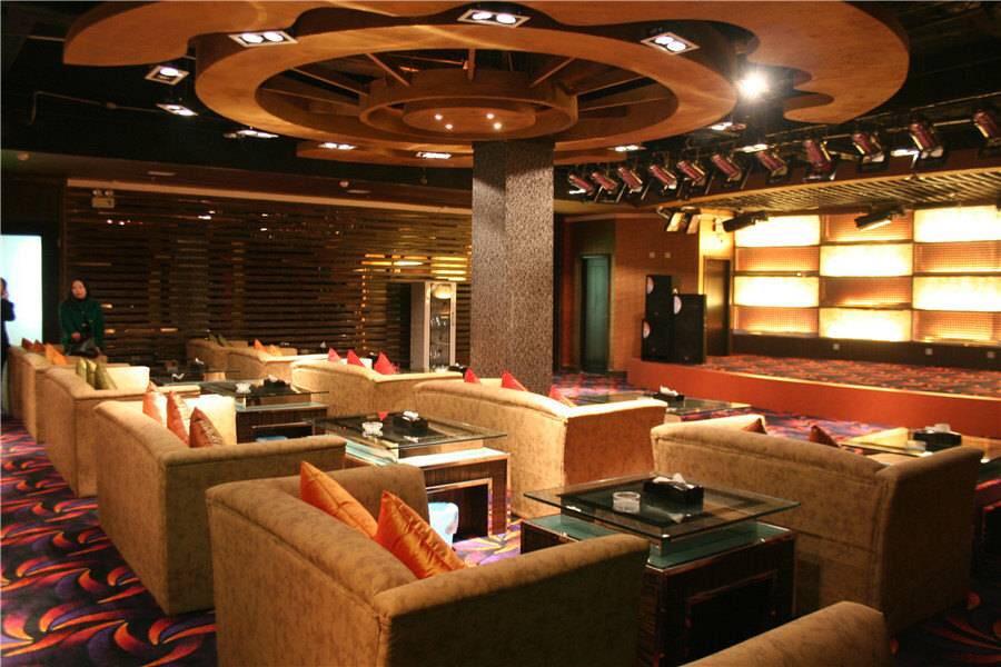 哈密巴里坤蒲类海酒店大堂吧