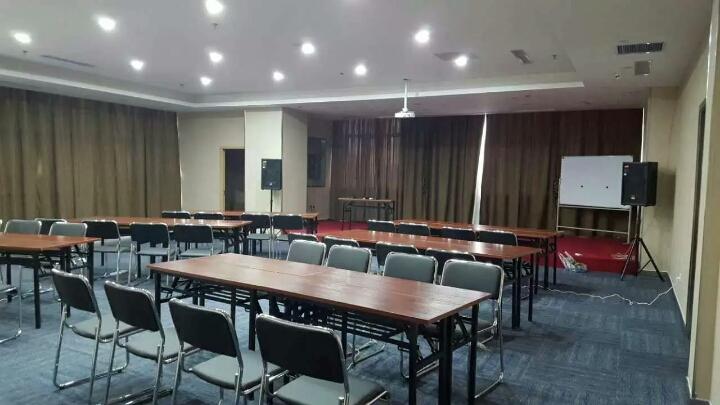 乌鲁木齐孔雀都城酒店(原孔雀大厦)会议室