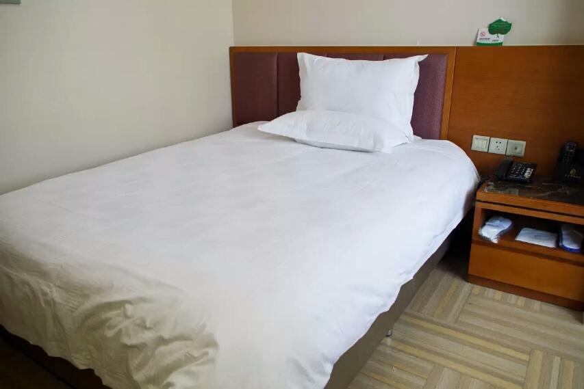 乌鲁木齐孔雀都城酒店(原孔雀大厦)雅居公寓房