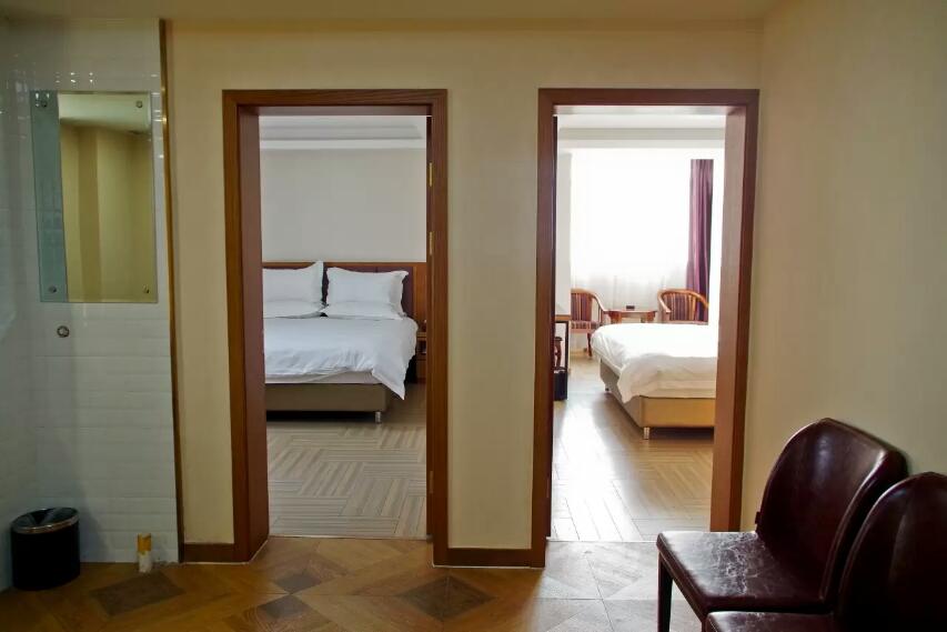 乌鲁木齐孔雀都城酒店(原孔雀大厦)怡居公寓房