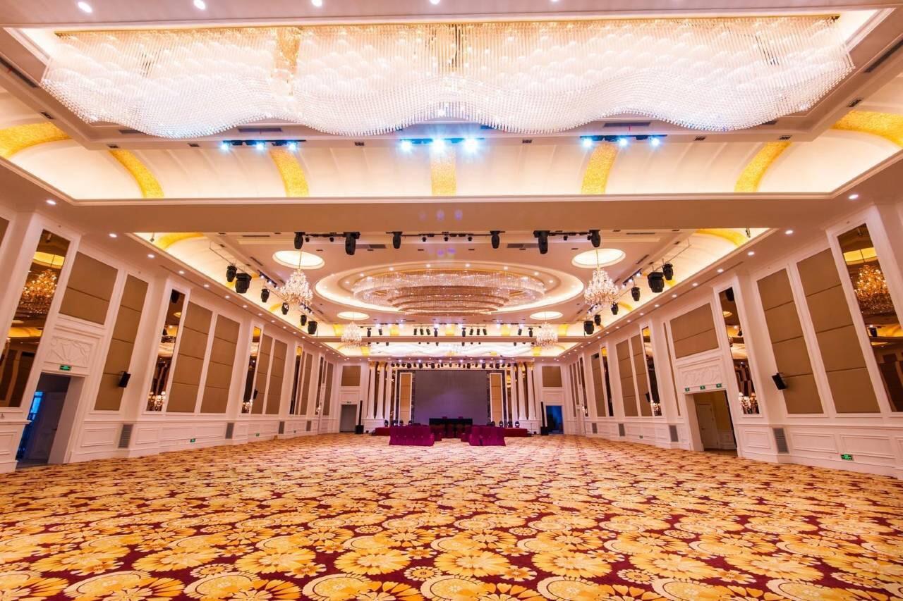 哈密红星建国饭店餐厅1
