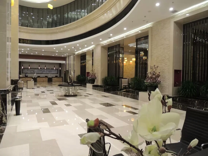 昌吉华东·容锦国际酒店大厅