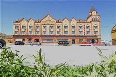 富蕴金水岸大酒店外观